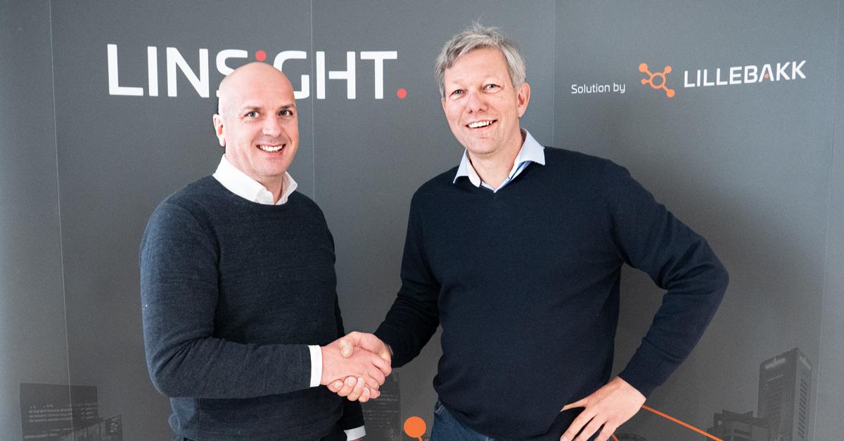 Frode Lillebakk og Jon Kjærstad signerer partneravtale i Molde.